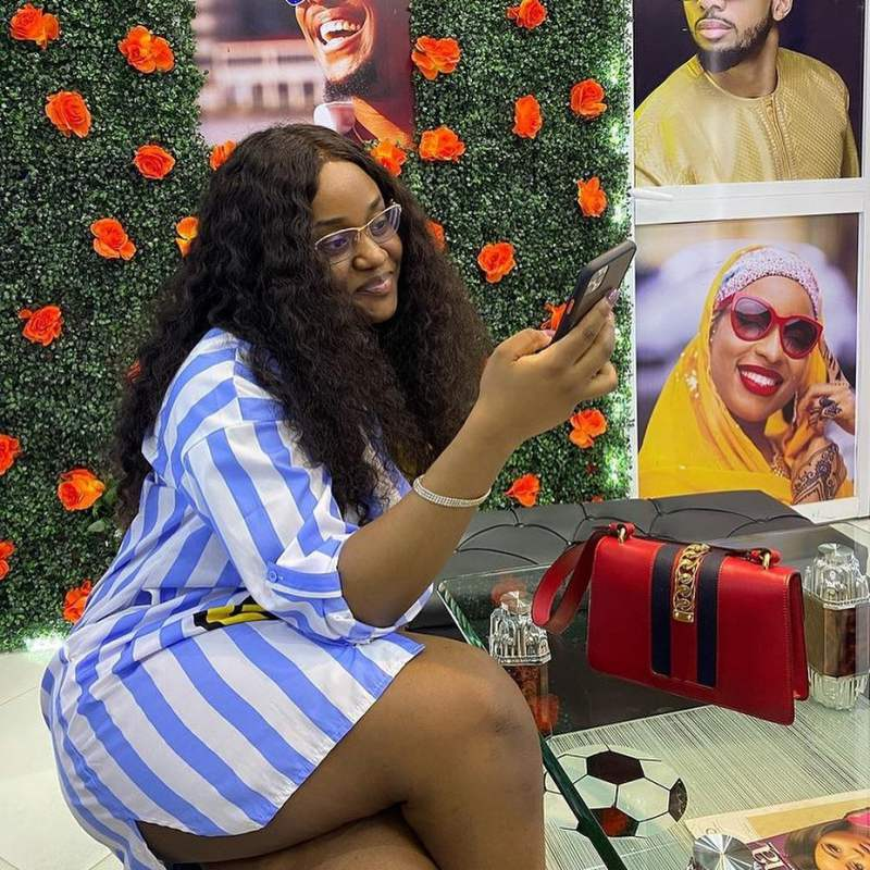 Chioma hangs out with mystery man amid break up rumor with Davido